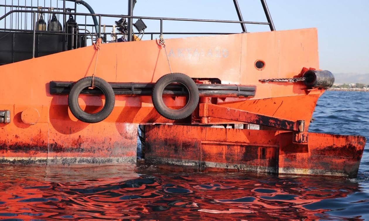 Αυτοψία του Newsbomb.gr: Εικόνες - ΣΟΚ από την πετρελαιοκηλίδα στον Σαρωνικό