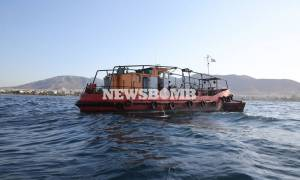 Мазут с затонувшего в Греции танкера дошел до афинских пляжей