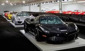 Το γκαράζ αυτού του απίθανου τύπου είναι καλύτερο και από μουσείο αυτοκινήτων! (pics)