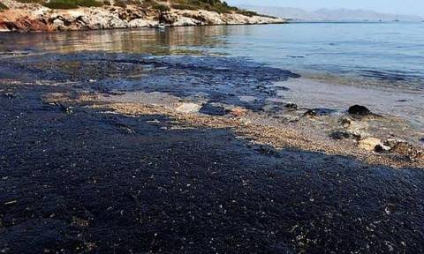 Πετρελαιοκηλίδα - Σαρωνικός: Ποια η πορεία της απορρύπανσης