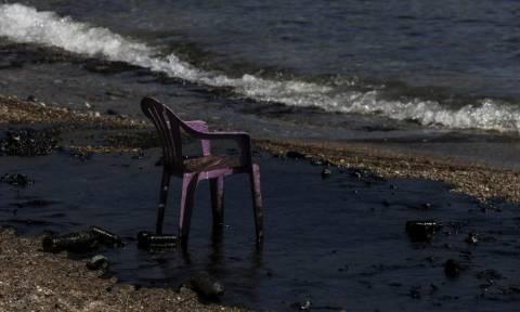 Μήνυση κατά παντός υπευθύνου για τη ρύπανση των ακτών του Πειραιά κατέθεσε ο Γιάννης Μώραλης