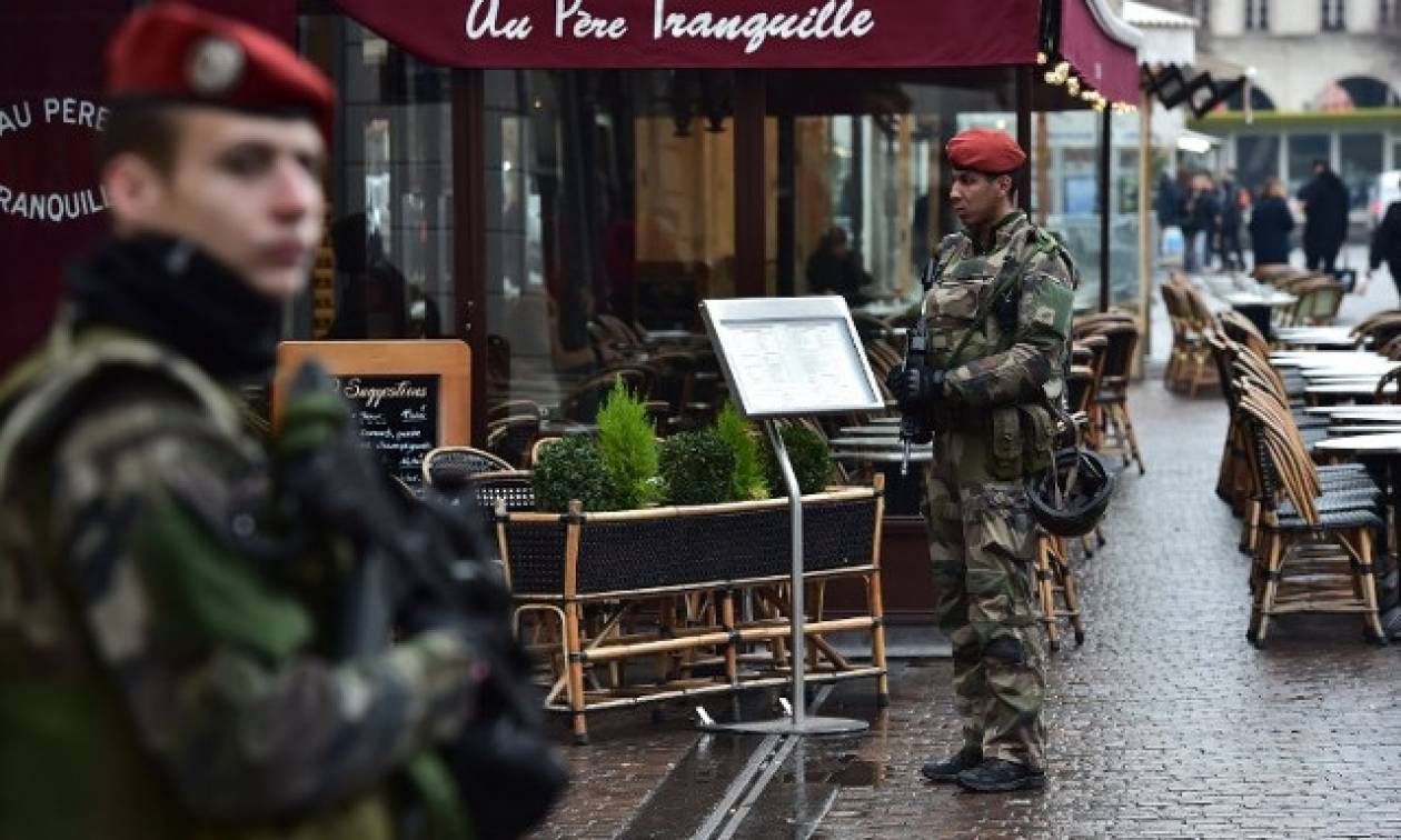 Συναγερμός στο Παρίσι: Επίθεση με μαχαίρι σε στρατιώτη