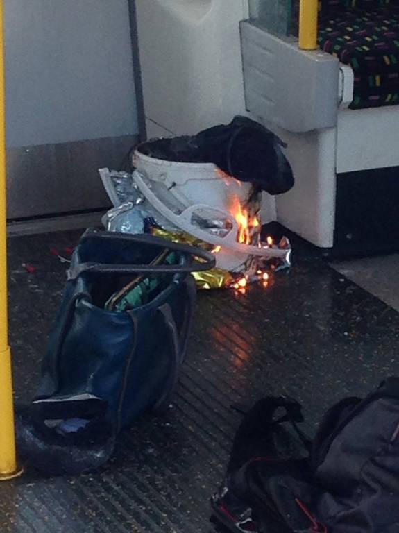 ΤΩΡΑ: Συναγερμός στη Βρετανία - Εκρήξεις στο μετρό του Λονδίνου