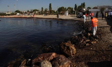 Δεν έχει τέλος ο εφιάλτης - Έφτασε στο Καβούρι η πετρελαιοκηλίδα