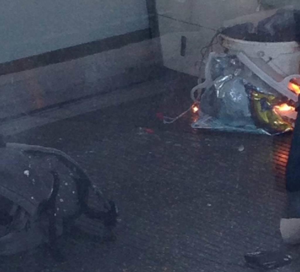 Τρομοκρατική επίθεση Λονδίνο: Ωρολογιακή βόμβα προκάλεσε την έκρηξη στο τρένο (pics+vids)