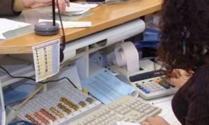 Άγριο ανθρωποκυνηγητό για τραπεζική υπάλληλο: Πήρε 102 χιλιάδες από λογαριασμό φίλης της!