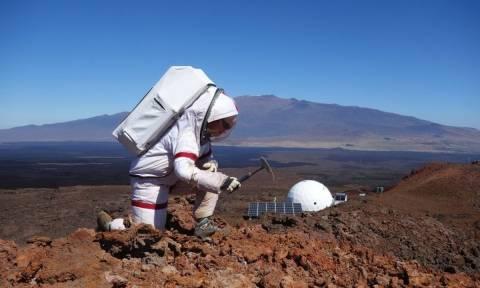 «Αποστολή» στον πλανήτη Άρη: Ξαναείδαν το φως μετά από οκτώ μήνες απομόνωσης (Vid+Pics)