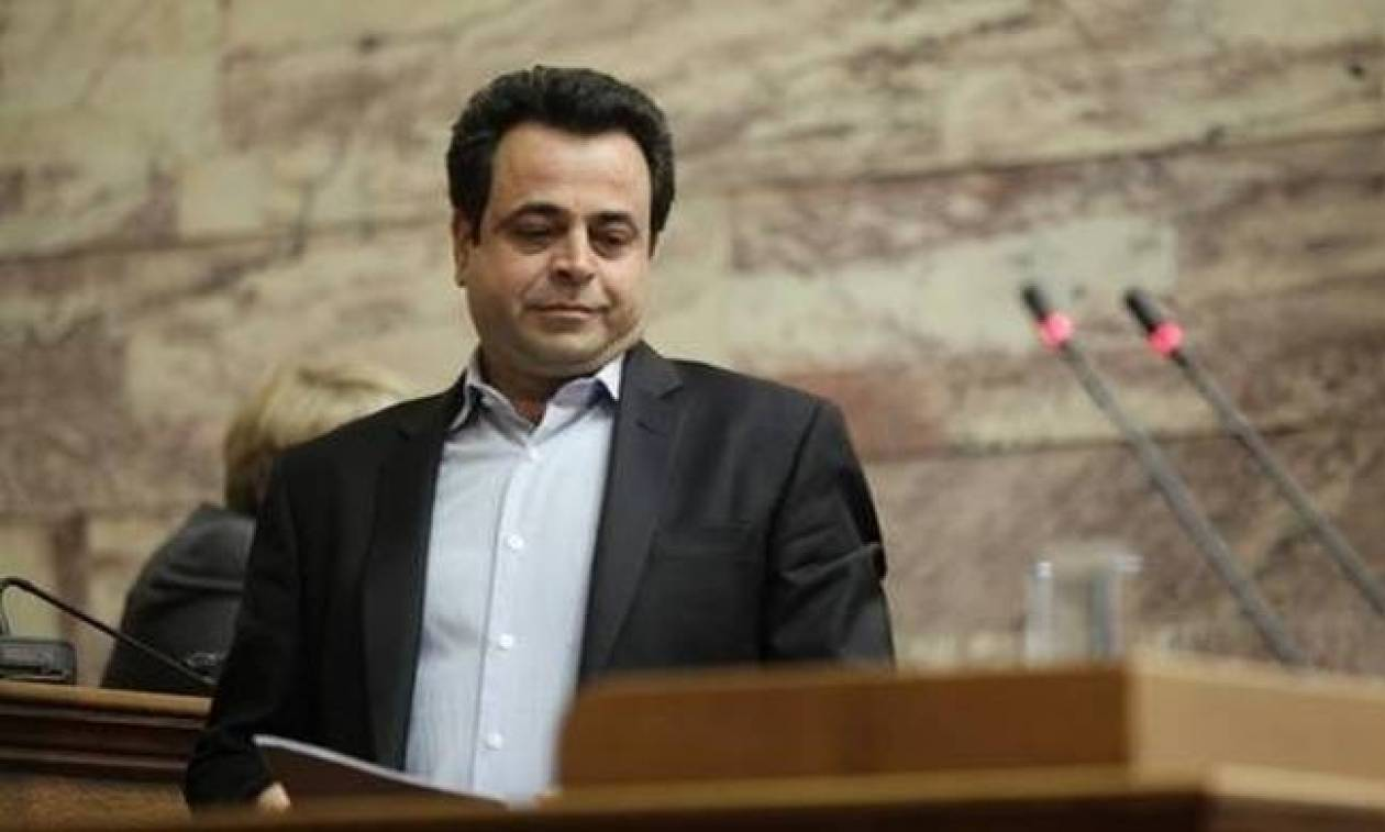 Saronic Gulf coast will be clean in 20-30 days, claims Dep. Shipping Minister Santorinios
