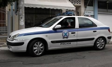 Απίστευτες σκηνές στα Ιωάννινα: Ημίγυμνος άντρας απειλούσε να σκοτώσει κόσμο με γιαταγάνι