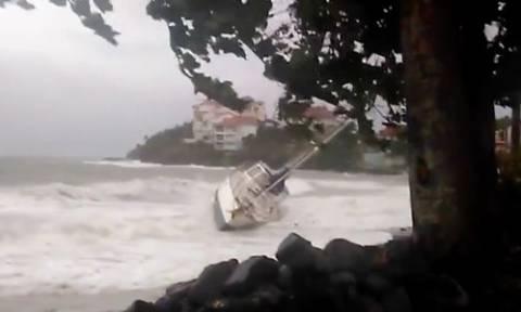 Ο κυκλώνας «Μαρία» σαρώνει τώρα τη Γουαδελούπη - Καταστράφηκε η Δομινίκα