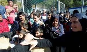 Τραγική κατάσταση στη Σάμο: Στοιβάξανε 2.000 πρόσφυγες σε Κέντρο Υποδοχής για 700 άτομα