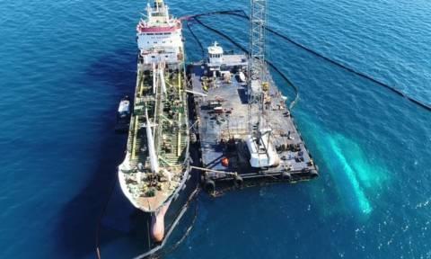 ΣΟΚ: Συνελήφθησαν ο πλοίαρχος και ο Α' μηχανικός του πλοίου που απαντλούσε καύσιμα από το «Αγ. Ζώνη»