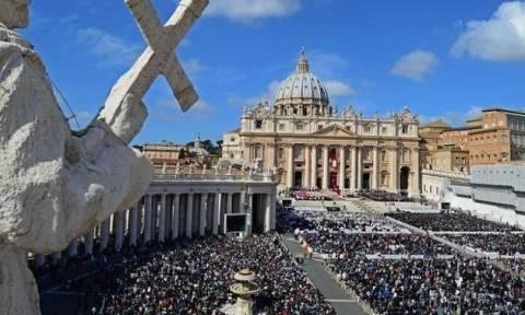Το Βατικανό διώχνει τους άστεγους από την εκκλησία του Αγίου Πέτρου μέχρι να βραδιάσει