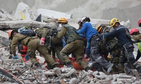 Σεισμός Μεξικό: Η ελπίδα «σβήνει» κάτω από τα ερείπια – Μάχη με το χρόνο για τους επιζώντες