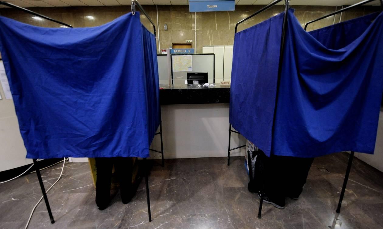 Δημοσκόπηση κόλαφος για την κυβέρνηση – «Γκρεμίζονται» τα μικρά κόμματα