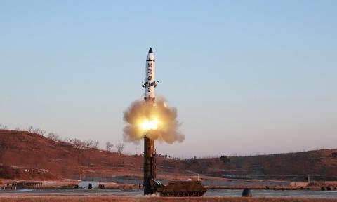 Τύμπανα πολέμου: Αντίποινα με πυραύλους κατά των ΗΠΑ υπόσχεται η Βόρεια Κορέα (Vid)