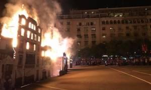 Η Θεσσαλονίκη «κάηκε» (ξανά) 100 χρόνια μετά την μεγάλη πυρκαγιά – Εντυπωσιακή αναπαράσταση (pics)
