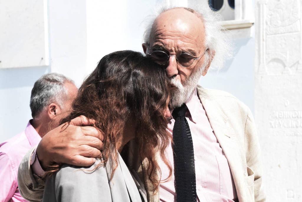 Σαράντα ημέρες από το θάνατο της Ζωής Λάσκαρη - Συντετριμμένη η οικογένειά της (photos)