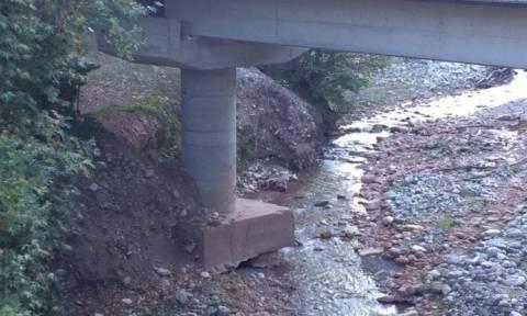 Γέφυρα στην Καλαμπάκα κινδυνεύει να καταρρεύσει (pics)