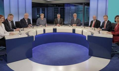 Γερμανικές εκλογές: Ψύχραιμη Μέρκελ, εκνευρισμένος Σουλτς, απειλητικό AfD - Η πρώτη κοινή εμφάνιση