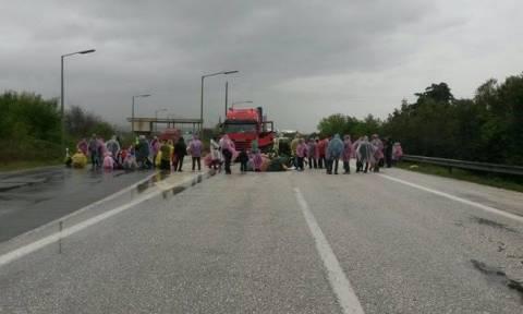 Εγνατία Οδός: Εγκατέλειψαν παιδιά στη μέση του δρόμου