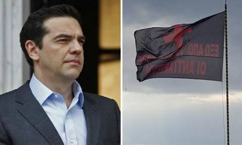 Μαύρες σημαίες κατά του Τσίπρα στο Άγιο Όρος: «Έξω οι Αντίχριστοι»
