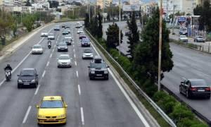 Κυβερνητικό «δώρο»: Καταργούν τις ηλεκτρονικές πλατφόρμες και εφαρμογές μίσθωσης ταξί