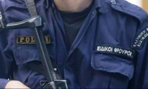 Οκτώ χρόνια κάθειρξη στον αστυνομικό με το καλσόν και το ψάθινο καπέλο για ληστεία σε βενζινάδικο