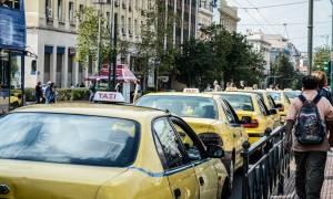 Οργισμένη ανακοίνωση ΣΑΤΑ: Οι οδηγοί ταξί δεν είναι πόρνες σε βιτρίνες του Άμστερνταμ