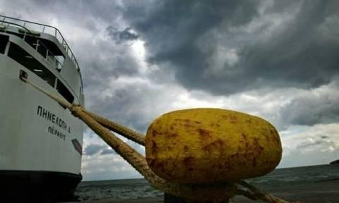 Ισχυροί άνεμοι κρατούν δεμένα τα πλοία στα λιμάνια