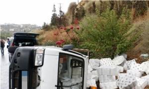 Ηράκλειο - Απίστευτο: Τα χαρτιά υγείας πετάχτηκαν στο δρόμο μετά την καραμπόλα