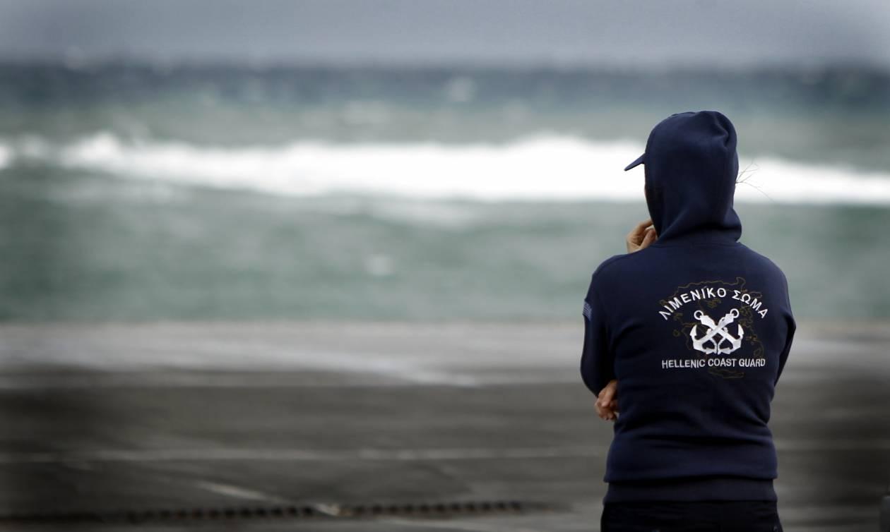 Αψήφησαν τη φουρτουνιασμένη θάλασσα στην Κρήτη και βούτηξαν - Γλίτωσαν από θαύμα