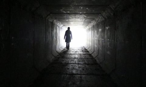 Μόνο εδώ: Όλη η αλήθεια για τη... μαυροντυμένη γυναίκα με το κερί - Λύθηκε το μυστήριο