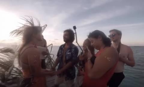 Σοκαριστικό βίντεο: Πλωτή εξέδρα κατέρρευσε τη στιγμή του γάμου!