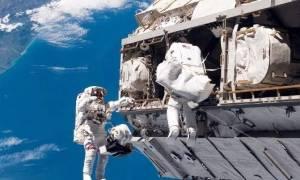 Θα πάθετε πλάκα: Δείτε πόσα λεφτά παίρνει ένας αστροναύτης της NASA