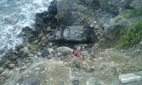 Χανιά: Έπεσαν με αυτοκίνητο σε γκρεμό 10 μέτρων! Σώθηκαν από θαύμα οι επβαίνοντες (pics)