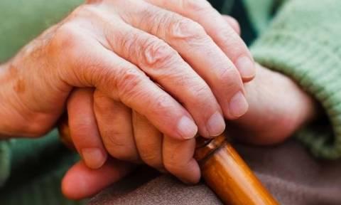 Σοκ στο Ηράκλειο: Χτύπησαν μέχρι θανάτου ηλικιωμένη για να αρπάξουν τη σύνταξη