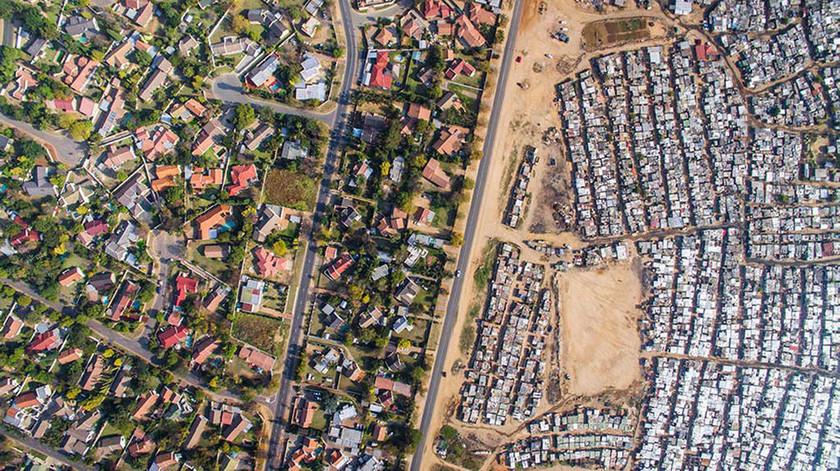 Viral: Ο ταξικός διαχωρισμός ανάμεσα σε πλούσιους και φτωχούς με τη «ματιά» ενός drone (Pics)