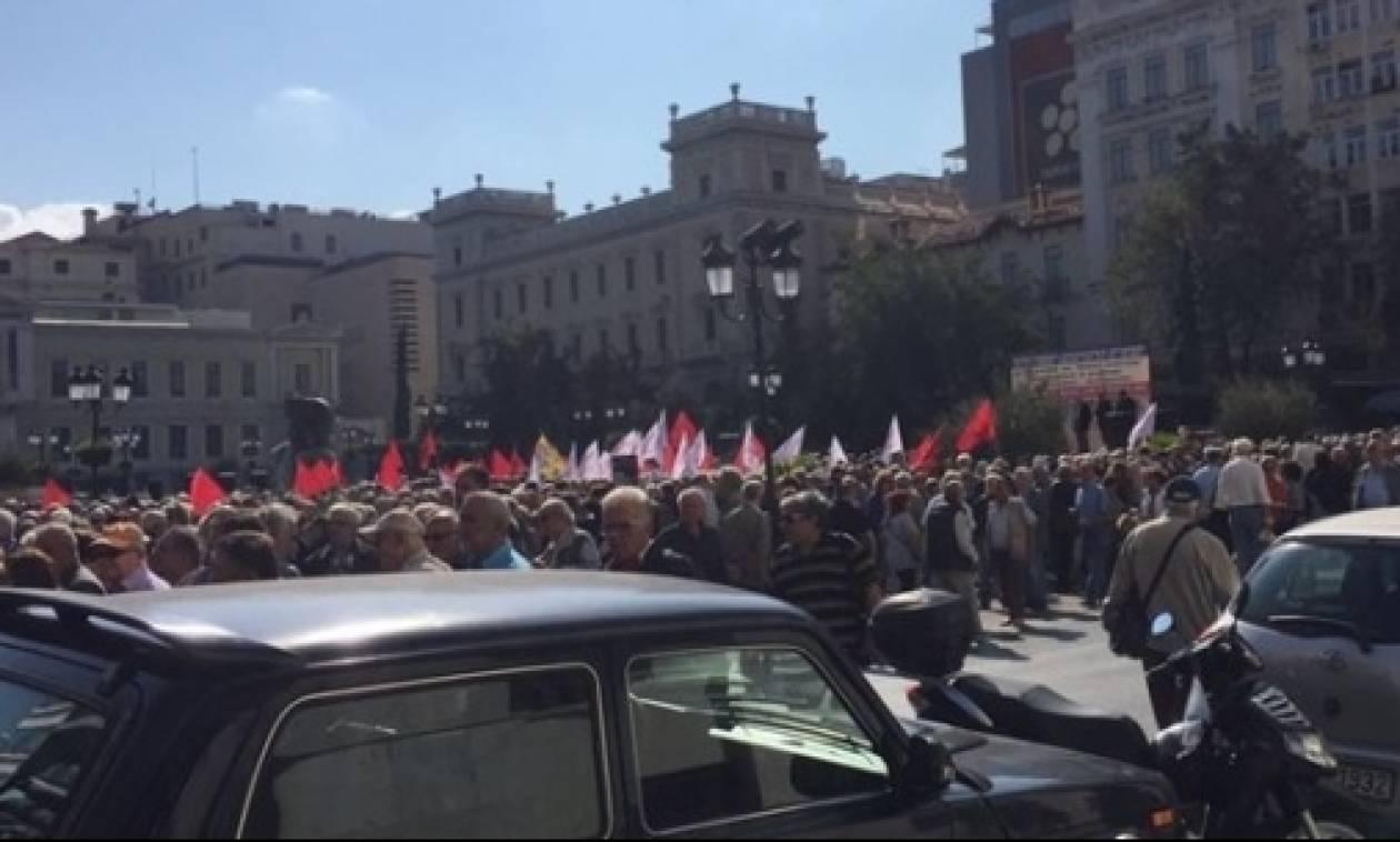 Περισσότεροι από 1.500 συνταξιούχοι διαδήλωσαν για τις μειώσεις στις συντάξεις τους