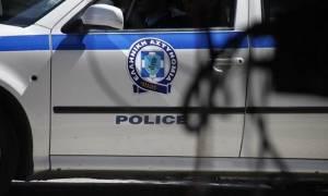 Πρέβεζα: Χειροπέδες σε πέντε ανήλικους που πετούσαν πέτρες σε διερχόμενα αυτοκίνητα