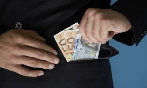 «Λαβράκι» στην Περιφέρεια Κ. Μακεδονίας: Υπάλληλος ελέγχεται για «μαύρα» εισοδήματα 700.000 ευρώ