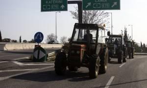 Ζεσταίνουν τα τρακτέρ τους οι αγρότες της Λάρισας