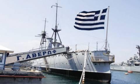 Το ιστορικό θωρηκτό «Αβέρωφ» απέπλευσε από τη μαρίνα Φλοίσβου για τη Θεσσαλονίκη (vid)