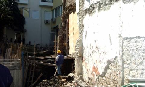 Κτίριο στον Πειραιά κατέρρευσε - Έρευνα για εγκλωβισμένους