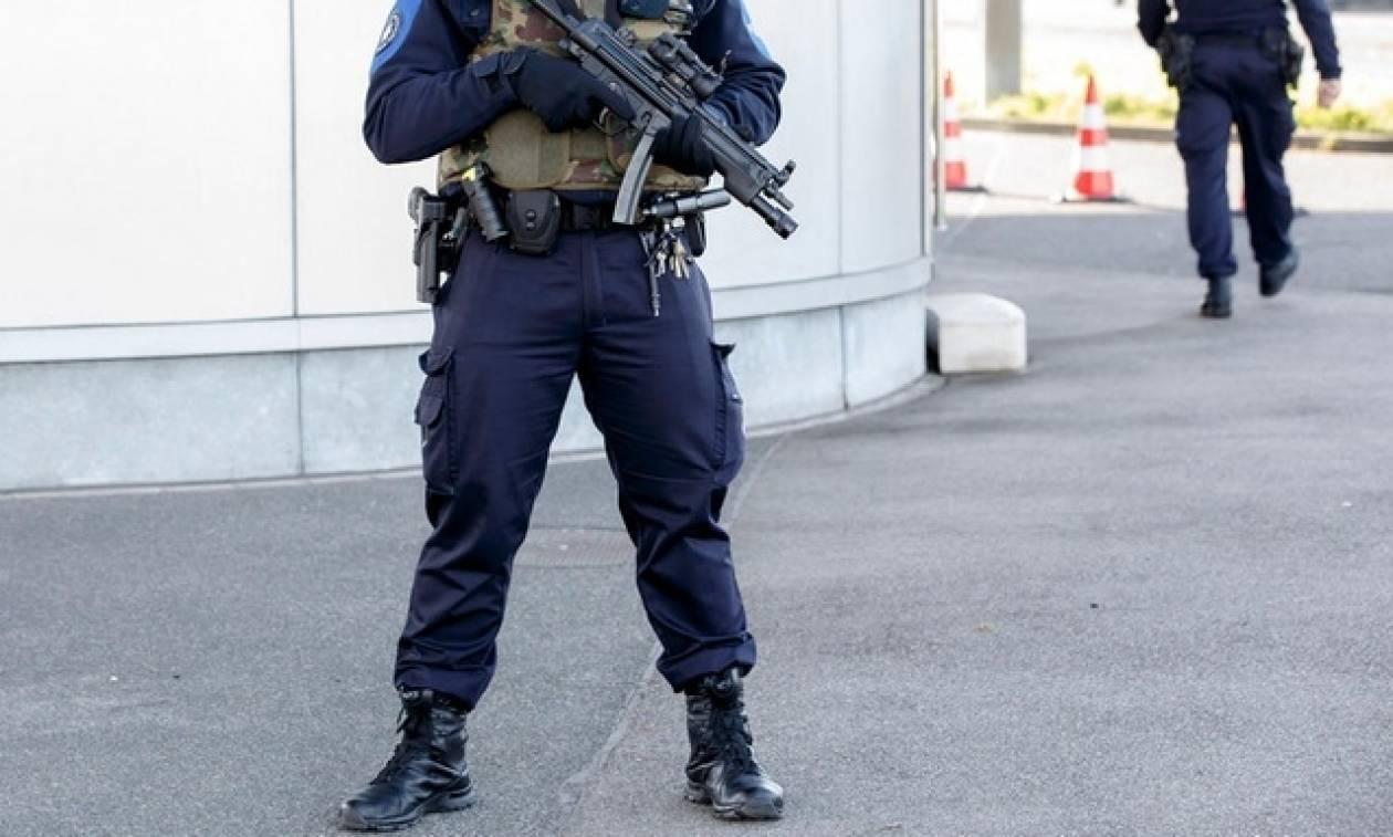 Ελβετία: Νεκρός από πυρά αστυνομικού πρόσφυγας - Απειλούσε με μαχαίρι δύο άλλους πρόσφυγες