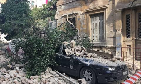 Συγκλονιστικές φωτογραφίες από την κατάρρευση κτηρίου στον Πειραιά
