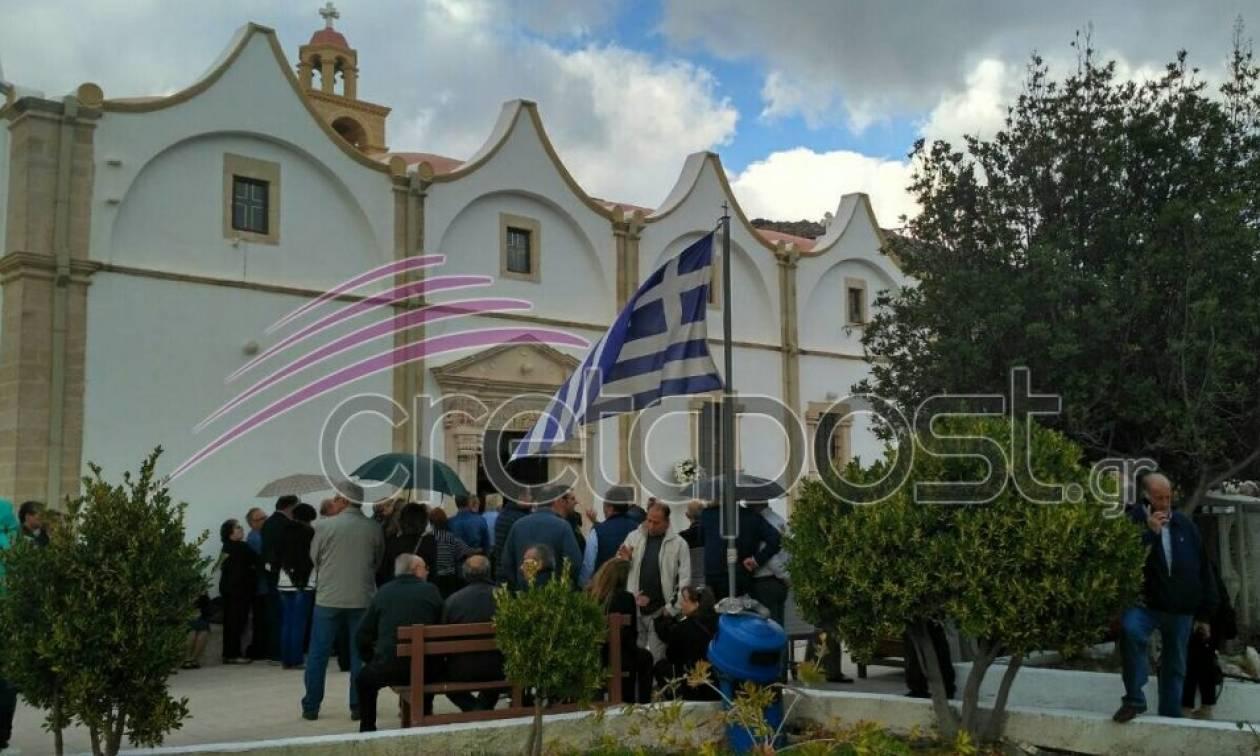 Κρήτη: Σε κλίμα οδύνης το τελευταίο «αντίο» στον καρδιολόγο (pics)