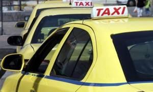 За проезд в такси греки смогут заплатить банковскими картами