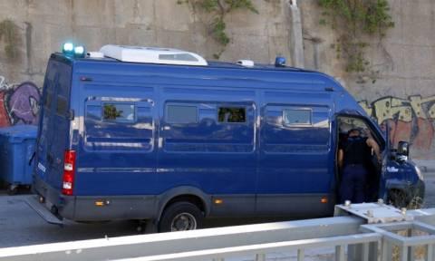 Θεσσαλονίκη: «Λαμπάδιασε» κλούβα της Αστυνομίας εν κινήσει