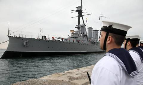 Θεσσαλονίκη: Μεγάλη η προσέλευση των πολιτών στο θωρηκτό «Αβέρωφ»